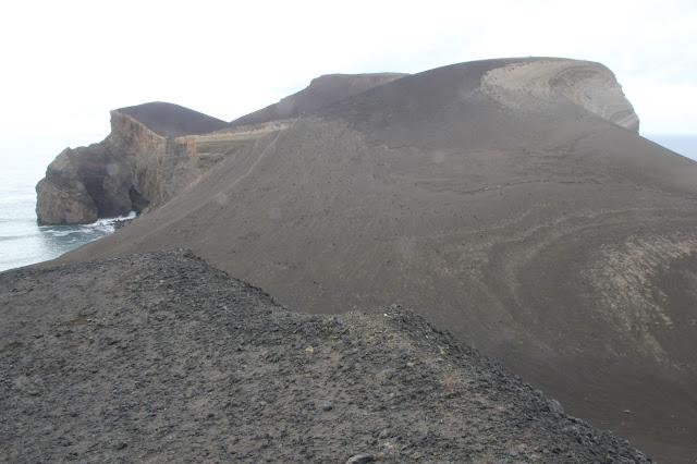 Vulcao Capelinhos, faro e colata lavica