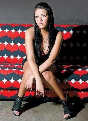 Foto de Tati - Tatiana Olaya Barrero posando sentada