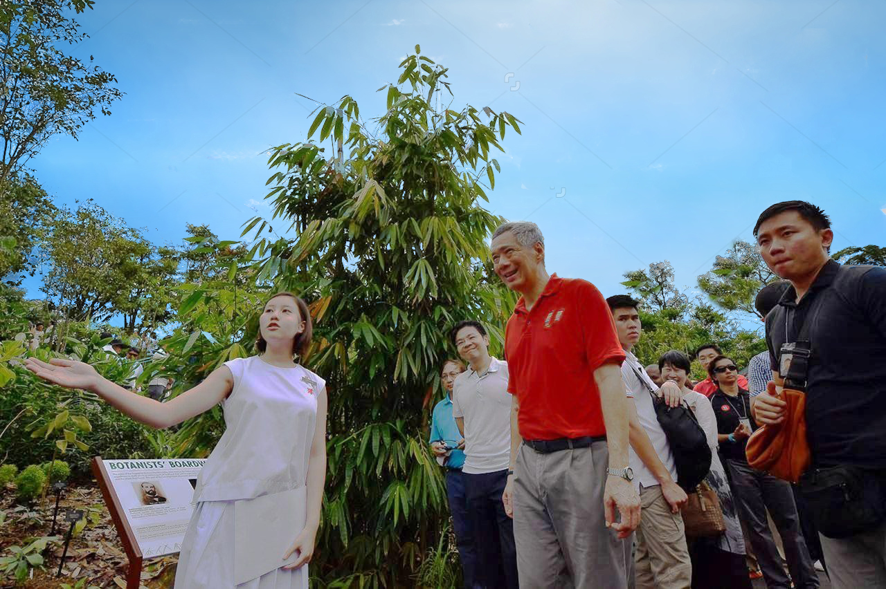 Leung Zhi Ying (left) from Nanyang Girls' High School sharing plants information with Prime Minister Lee Hsien Loong at the Botanists' Boardwalk in the Keppel Discovery Wetlands at the Learning Forest on March 31, 2017.