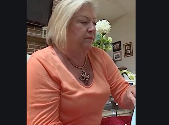ब्यूटी पार्लर गयी तो थी हाथों की खूबसूरती बढ़ाने, लेकिन आ गयी हाथ कटवाने की नौबत - newsonfloor.com