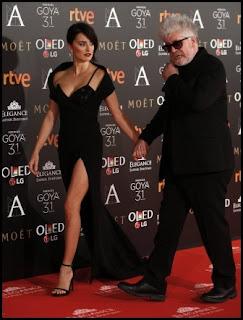 Penélope Cruz y Pedro Almodóvar en los Premios Goya 2017