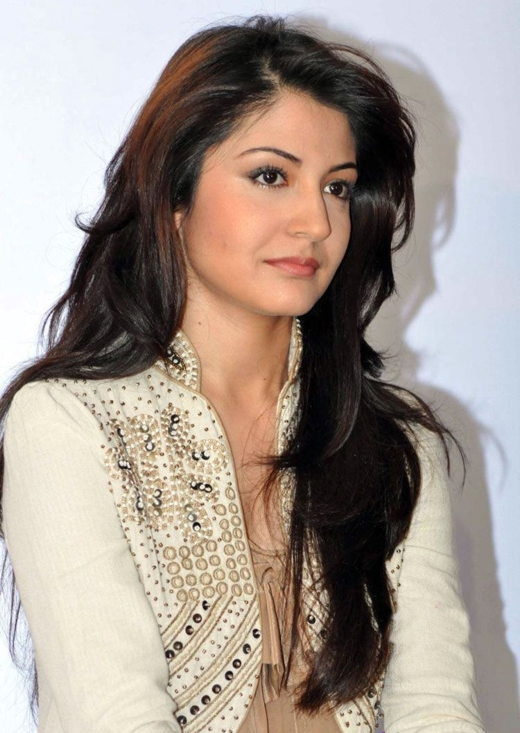 Anushka Sharma Saree: Anushka Sharma Latest HD Wallpapers
