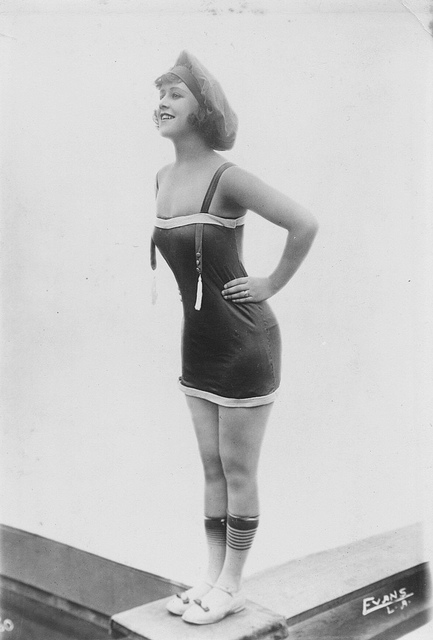 50 Vintage Photos of Bathing Beauties From Between the ...