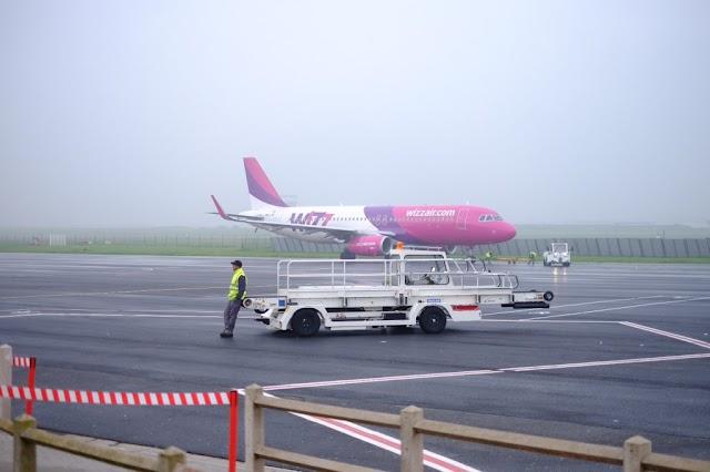 Bild des Tages - Warten auf die nächste Fracht von WizzAir
