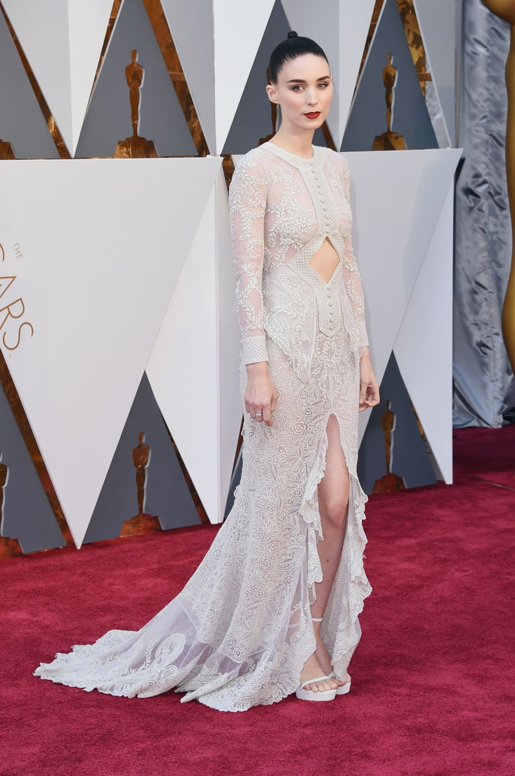 Rooney Mara wears white lace to the Oscars 2016