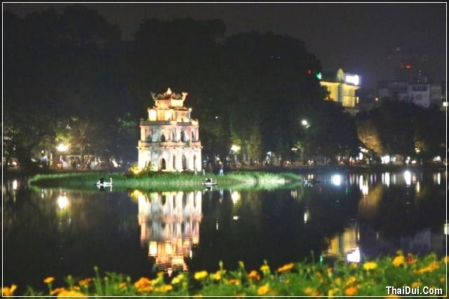 hồ Gươm lúc về đêm