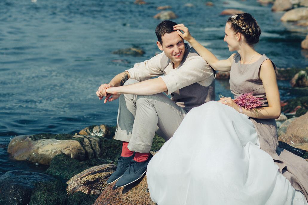 idejas kāzu fotosesijai pie jūras