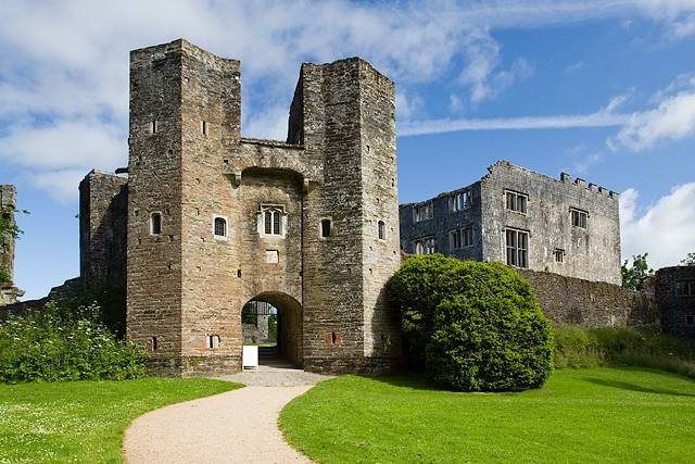 Berry Pomeroy Castle - Puri Paling Angker dan Berhantu di Inggris