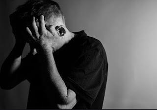 الاكتئاب.. أسباب غير كيميائيّة تُسبب المرض وأهم طُرق العلاج
