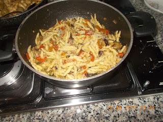 trofie con verdure - stracetti  di pollo  al brandy e olive verdi - verdure miste al forno