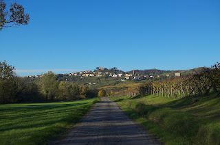 The landscapes of the Oltrepò Pavese, which includes Mornico Losana, give it the look of rural Tuscany