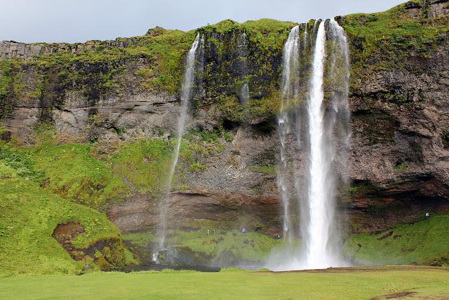 Vista general de la cascada Seljalandsfoss en Islandia