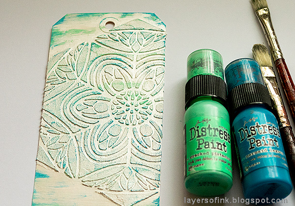 Layers of ink - Textured Ornament Tag Tutorial by Anna-Karin Evaldsson