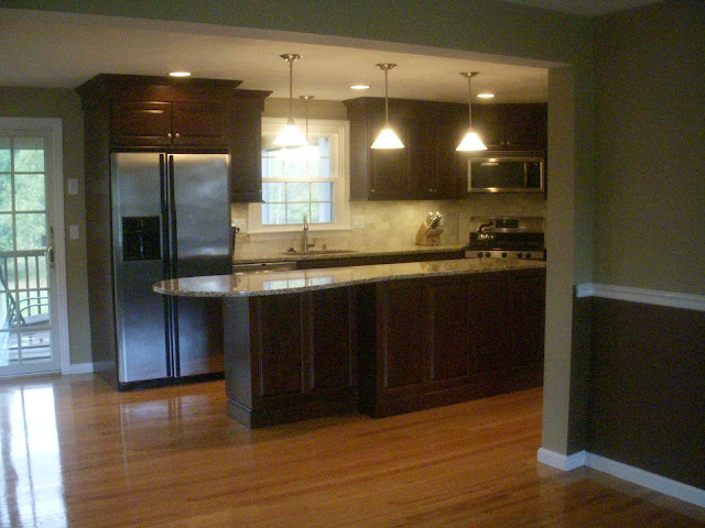 Elegan Kitchen With Wood Floors