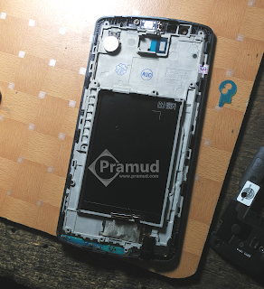 tutorial bagaimana cara pasang mic, port audio, speaker, mengganti layar lcd LG G3 - pramud blog