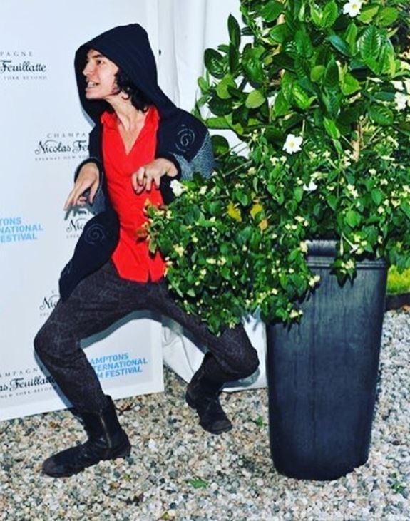 Instagram do ator Ezra Miller mostra como ele é hilário