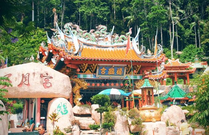 Mengintai Dari Jauh Tokong Foo Lin Kong, Pulau Pangkor
