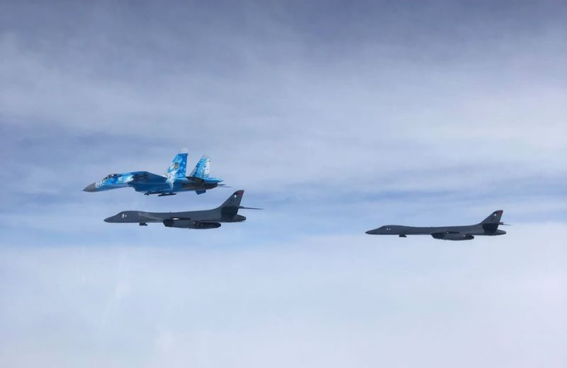Українська авіація супроводжувала B-1B над Україною