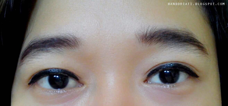 Review Wardah EyeXpert Staylast Liquid Eyeliner | One