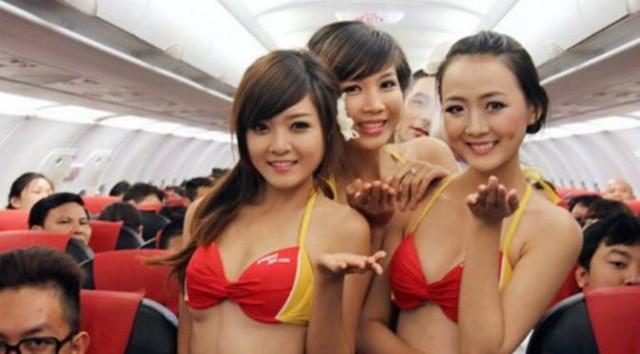 Hasil gambar untuk pramugari di pesawat hanya pakai bikini