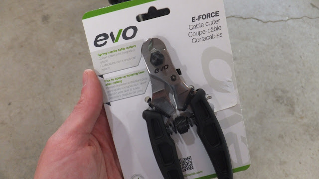 Using a EVO cable cutter