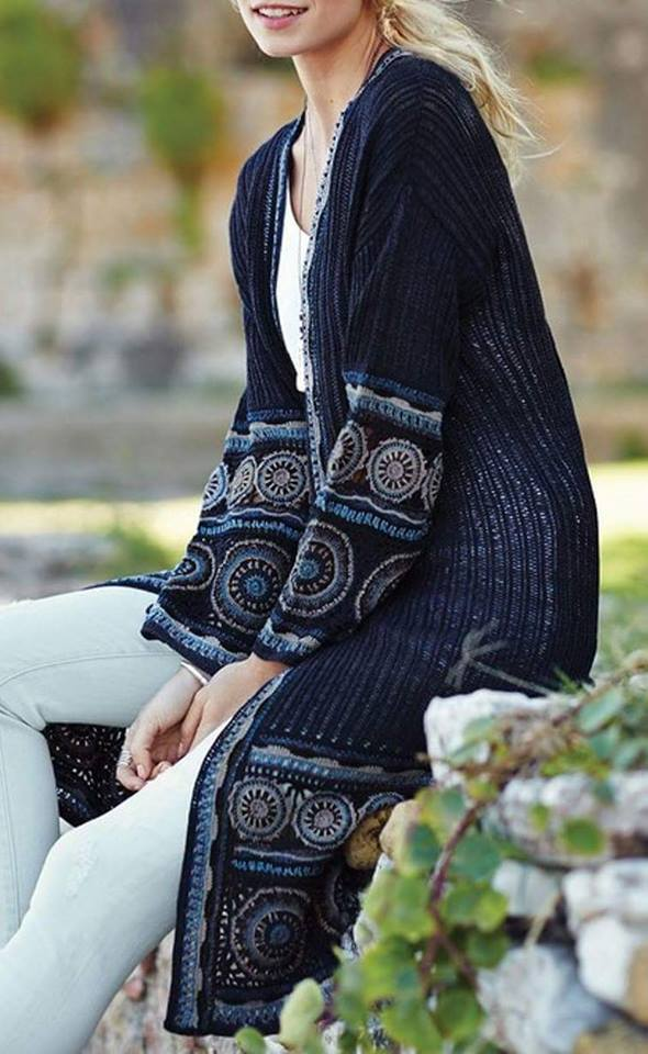 szydełkowy płaszcz ze wzorem