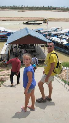 Escalera al embarcadero del Tonlé Sap