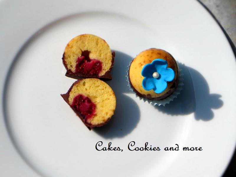 Cake Balls mit Himbeeren und Schokolade - Kuchenpralinen