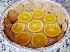 Tort de portocale preparare reteta - asezam feliile de portocala pe fundul tavii (si eventual biscuitii pe lateral)
