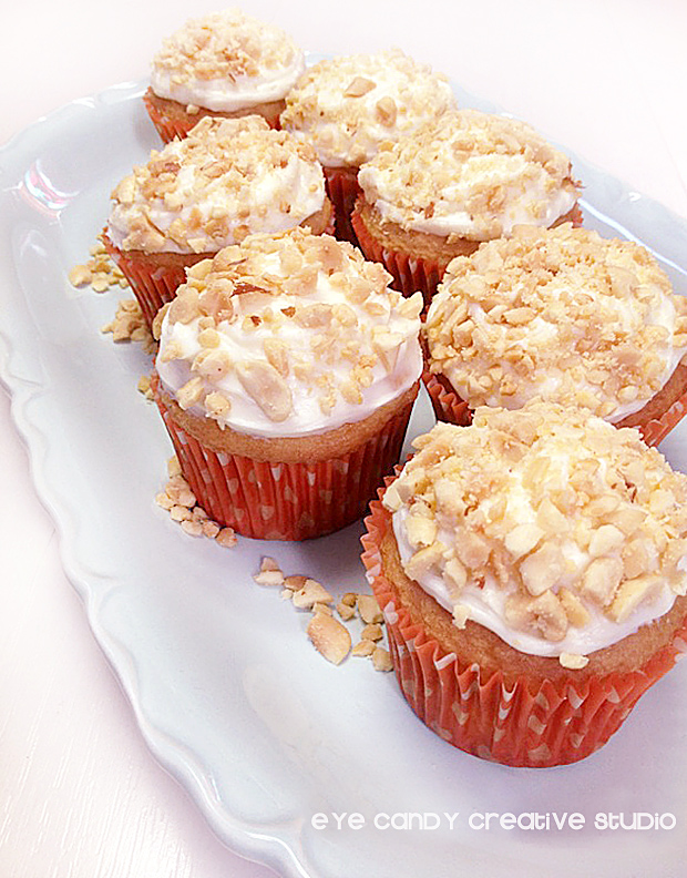 caramel apple cupakes with nut topping, fall dessert ideas, cupcakes