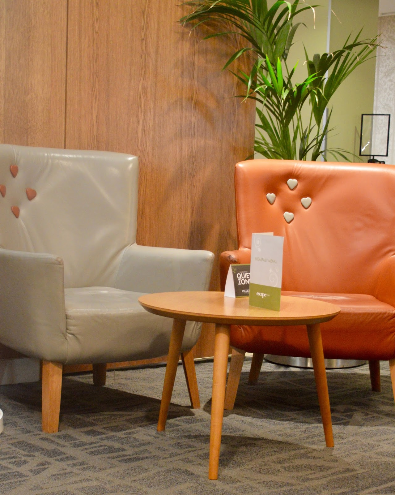 Is it worth booking an Escape VIP airport lounge for breakfast at Manchester airport if you have a morning flight?  - comfortable seating