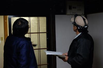 生坂村の古民家カフェ・ひとつ石 電気屋さんとの打ち合わせ