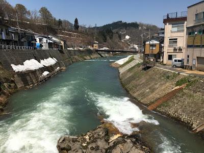 肘折の銅山川