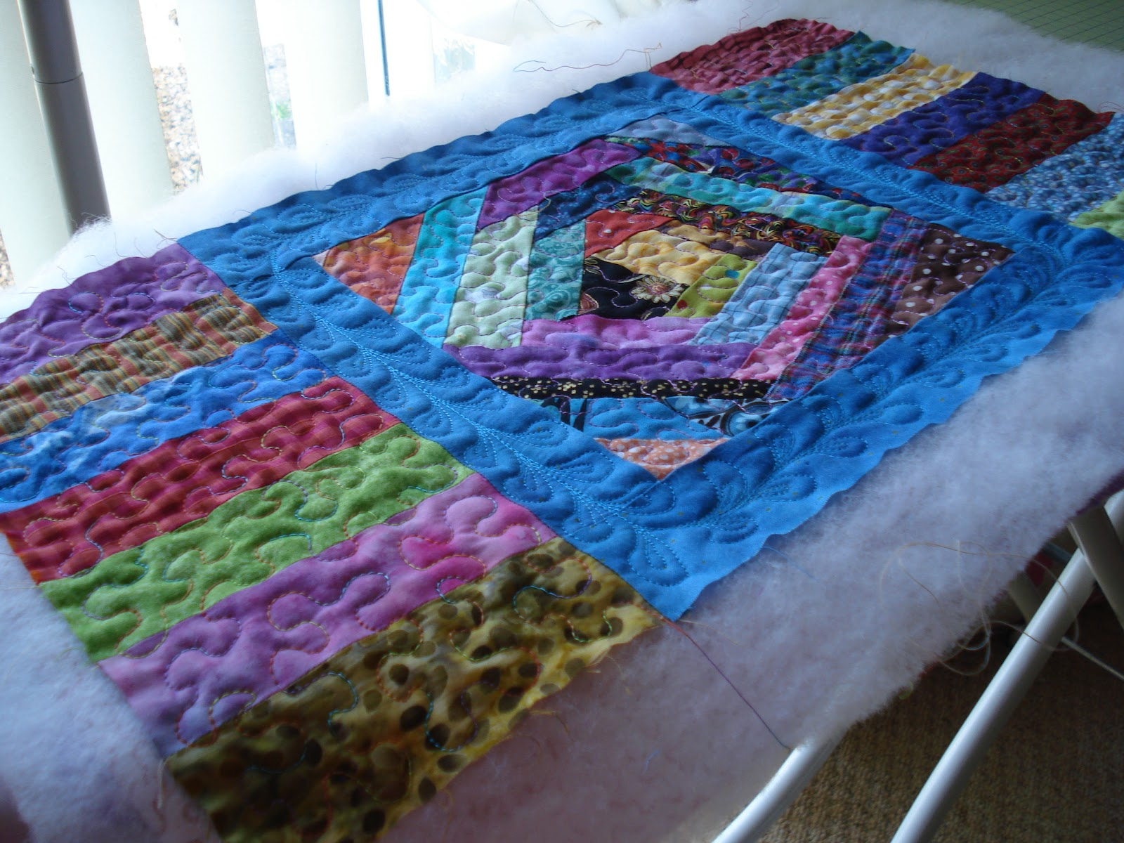 The Nifty Stitcher: Easy Scrappy Table Runner Tutorial