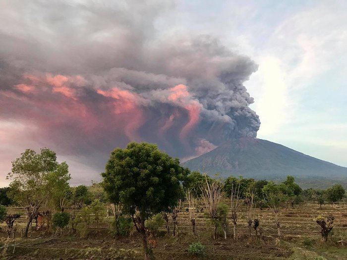 indonesiavoice__Gunung Agung Meletus