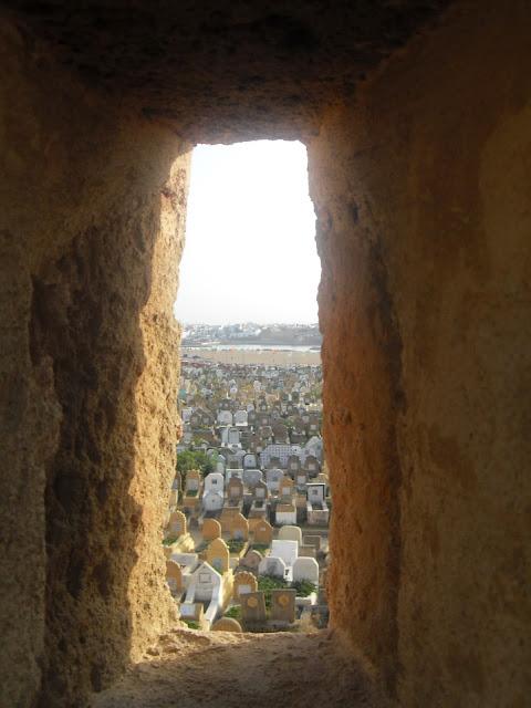 Desde la muralla el cementerio de Salé