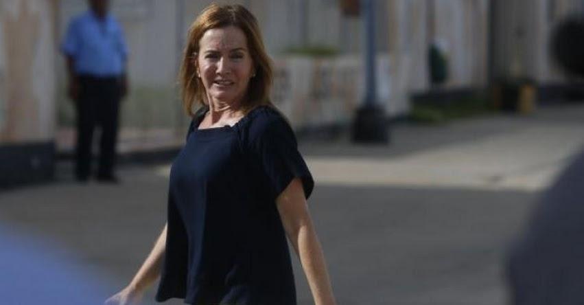 Ministra de Educación Marilú Martens estaría involucrada en irregularidades por compra de computadoras, según contralor Edgar Alarcón