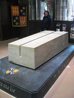 Tomb of Richard III with Lola II