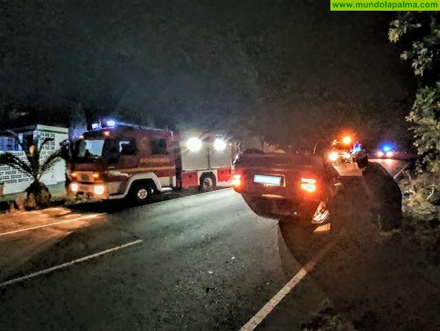 Un vehículo volcó anoche en Puerto Naos