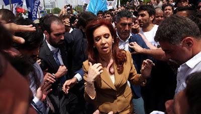 Ex-presidente argentina Cristina Kirchner é indiciada por corrupção
