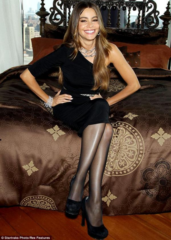 Sofia Vergara In 5 Dresses Colombian Highlights The Curves Of Her Body  Alvaro Reyes -8798