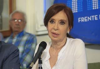 """Tras los dichos del presidente Mauricio Macri, la senadora Cristina Fernández de Kirchner no tardó en responderle a través de su cuenta en twitter """""""