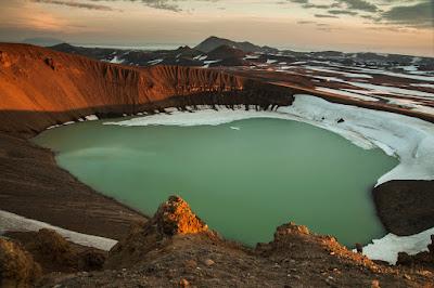 Vista del cráter del volcán Askja, uno de los más solicitados de Islandia