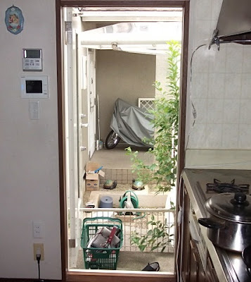 京都市 台ドアに網戸を取付前