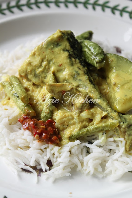 Gulai Kuning Nasi Berlauk Kelantan