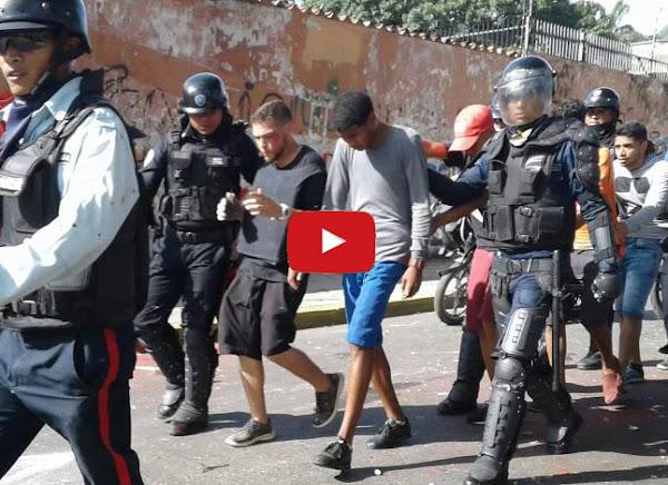 Policías se llevan secuestrados a varias decenas de jóvenes de El Trigal