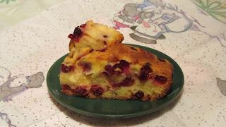 кусочек пирога с клюквой