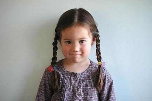 Rambut kepang anak perempuan