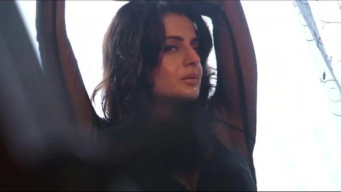 Hot Actress Stills Now: Ameesha Patel Hot Bikini Pics