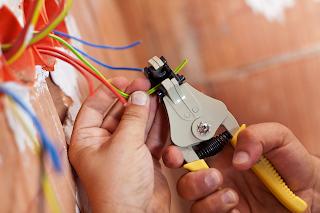 Как оценить профессионализм электрика при знакомстве с ним?